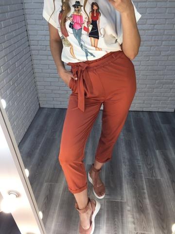 Костюм с белой блузкой и брюками оптом