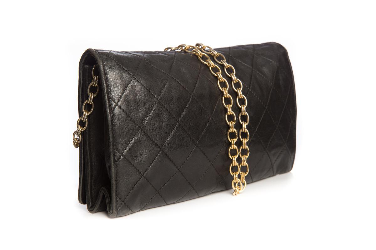 Элегантная сумка из черной кожи от Chanel