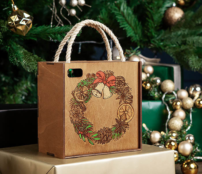 BOX254-2 Новогодняя коробка с рождественским венком, ручная роспись (17*17*10 см) фото 02