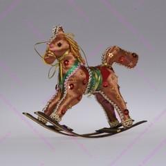 Игрушка лошадка-качалка бисерная