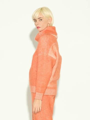 Женский свитер терракотового цвета из мохера и кашемира - фото 4