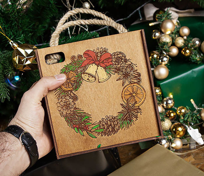BOX254-2 Новогодняя коробка с рождественским венком, ручная роспись (17*17*10 см) фото 08