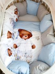 Бортики для кроватки с одеялком «Мишка в колпаке»