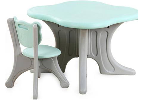 Пластиковый квадратный стол + 1 стульчик