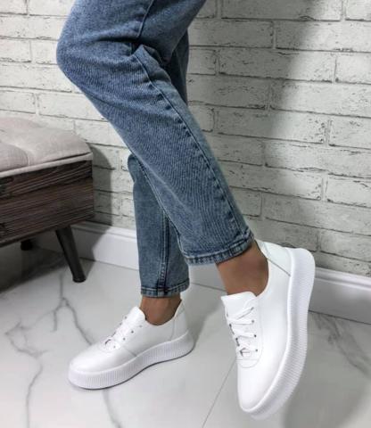 Женские  кроссовки кеды кожаные. Белые  женские кроссовки на толстой подошве.