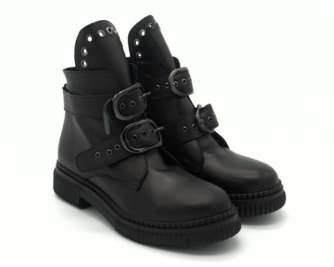 Черные кожаные ботинки с декоративными ремешками