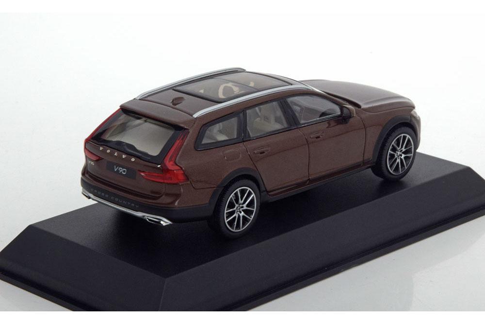 Коллекционная модель VOLVO V90 CROSS COUNTRY 2017 MAPLE BROWN