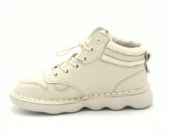 Бежевые ботинки на шнуровке