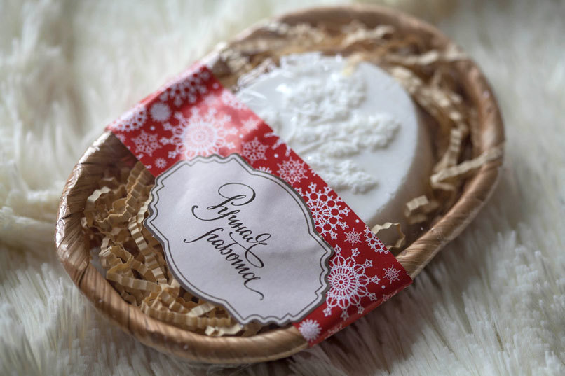 Этиклейка на упаковку для мыла Вышитые снежинки