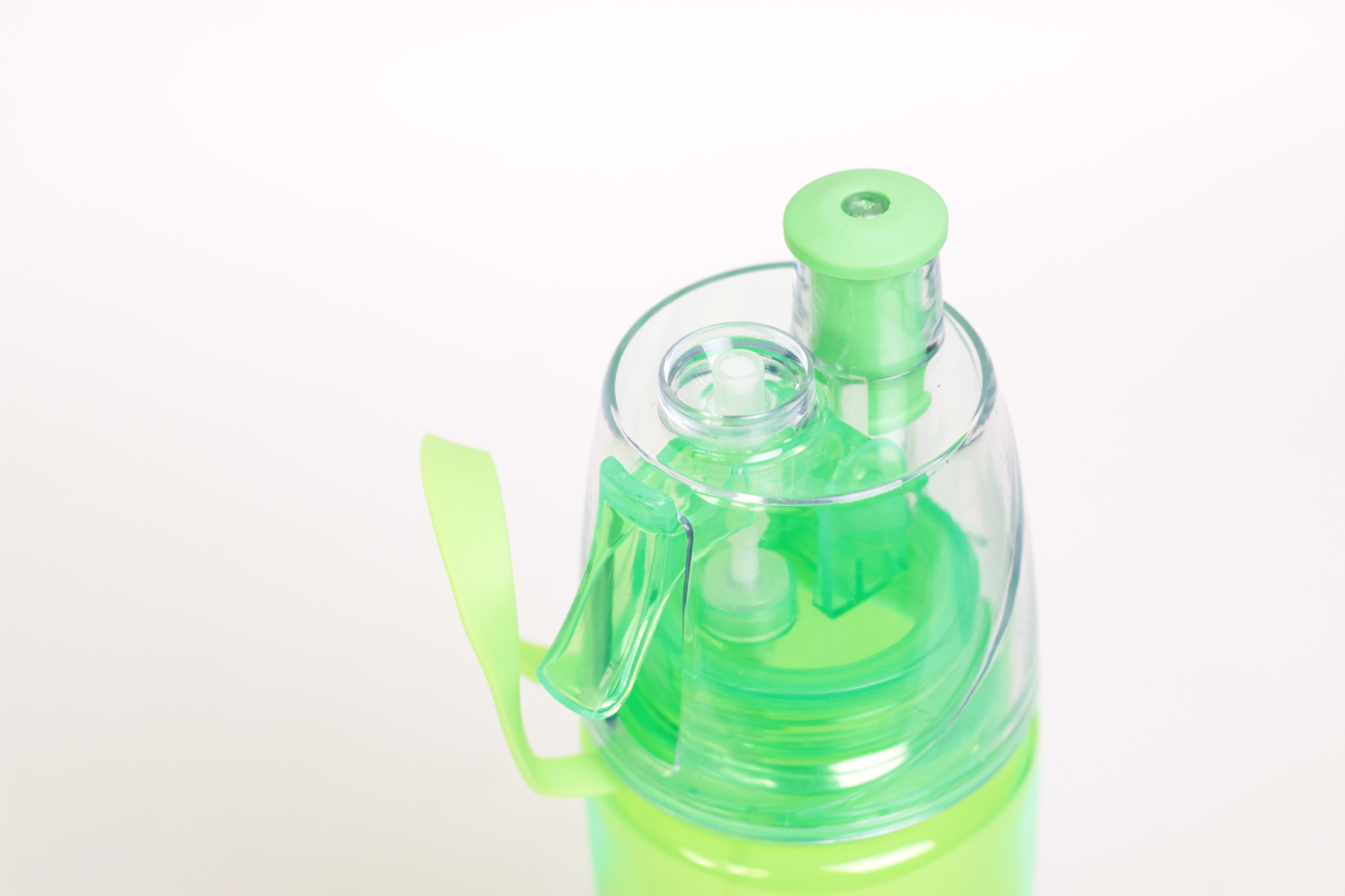 Бутылка для воды с распылителем 570 мл. Kamille зеленая