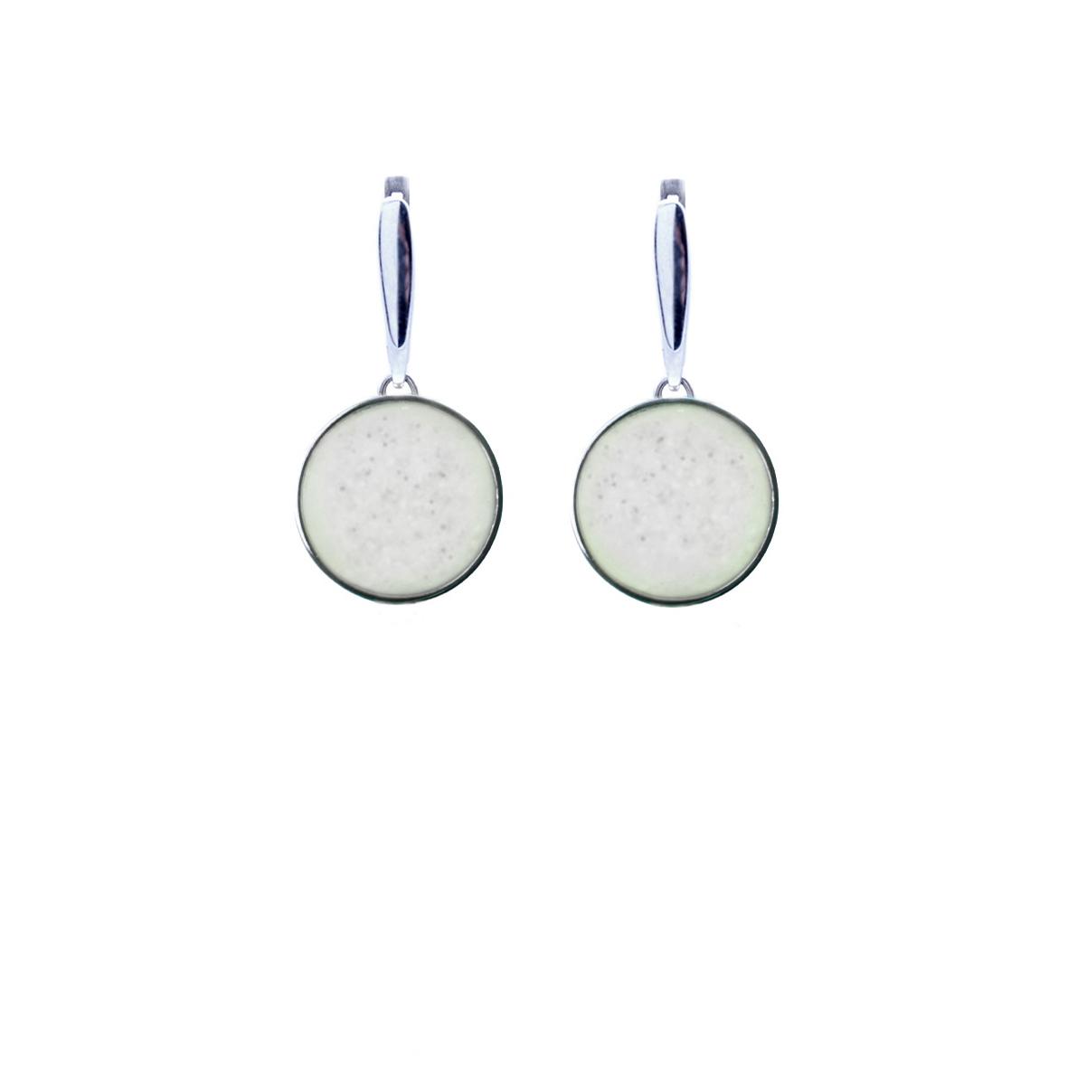 Серебряные серьги с белым мрамором круглой формы
