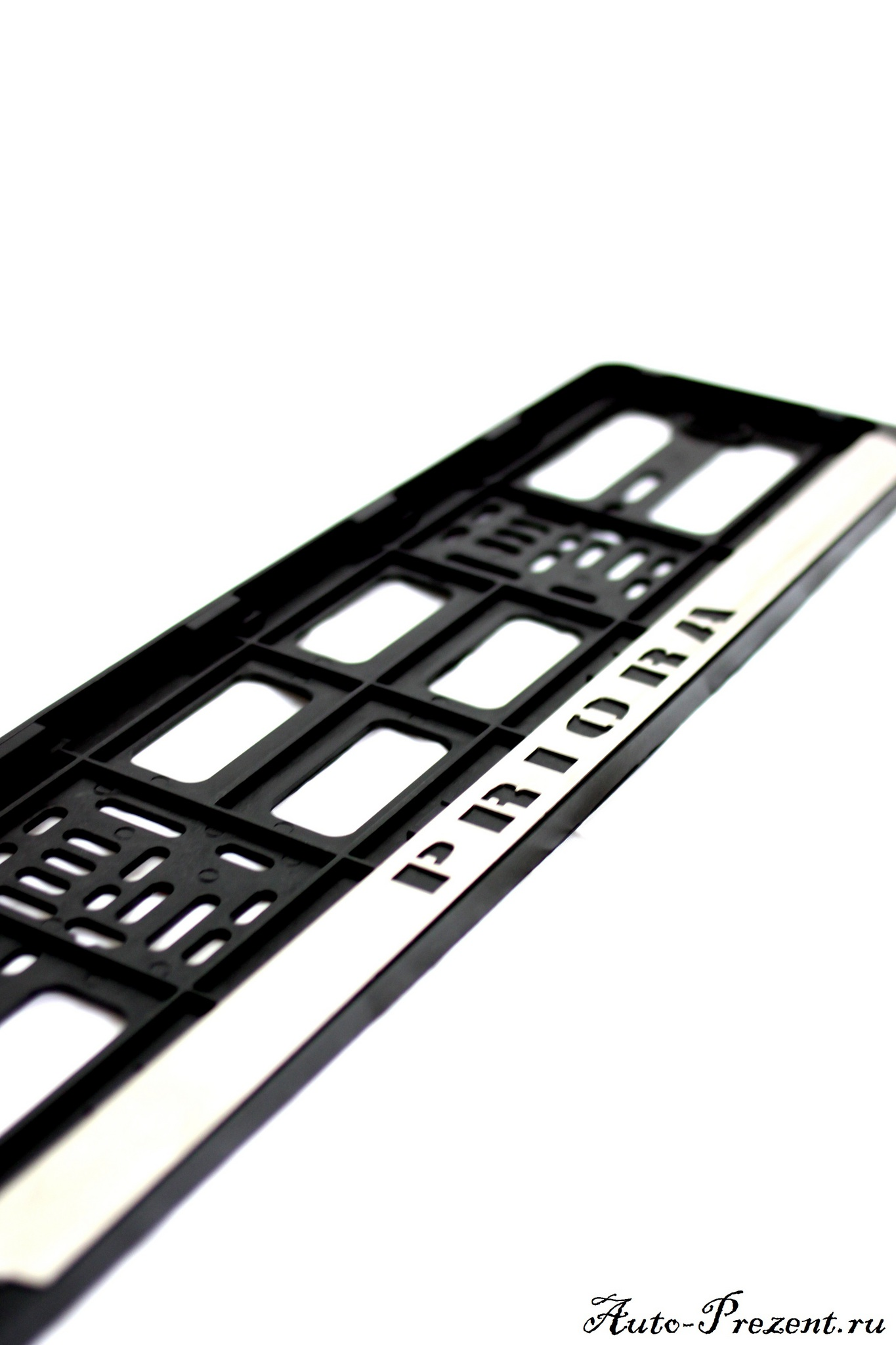 Рамки под номерной знак пластиковые с хромированной вставкой PRIORA (2 шт.)