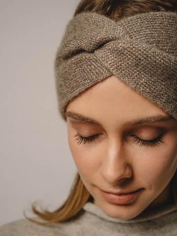 Женская повязка на голову песочного цвета из кашемира - фото 4