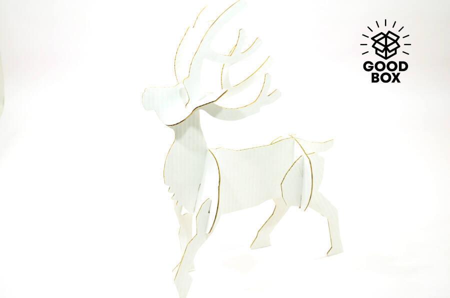 Новогодний картонный олень