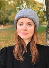 Серая зимняя объемная шапочка бини с отворотом