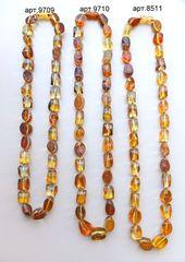 сравнительное фото трёх ниток бус из лечебного янтаря