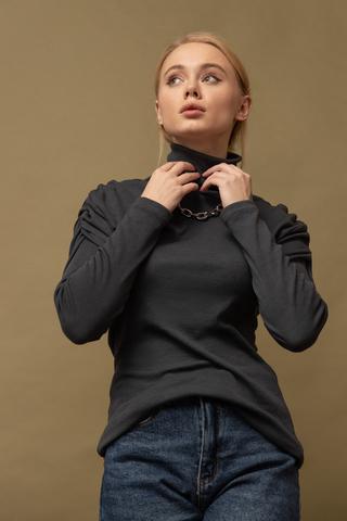 Водолазка  с акцентными рукавами/ Вита