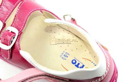 Босоножки Тотто из натуральной кожи с открытым носом для девочек, цвет малиновый розовый. Изображение 12 из 12.