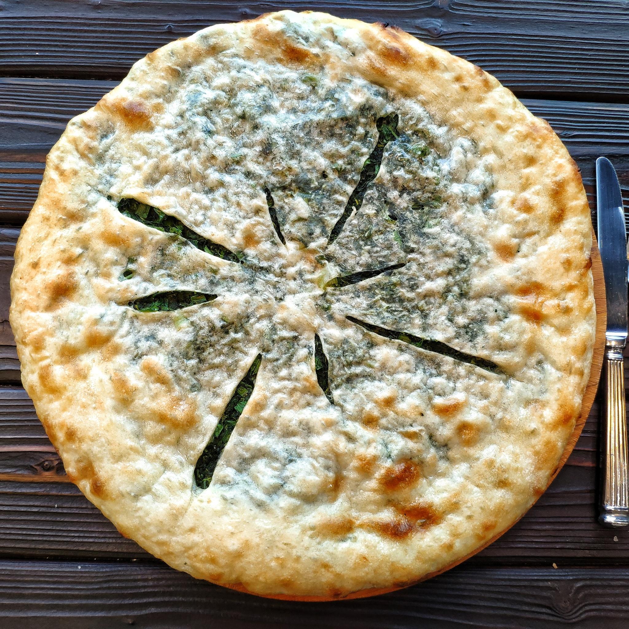 Фотография Хачапури с сыром и зеленью, 40 см / 720 г купить в магазине Афлора