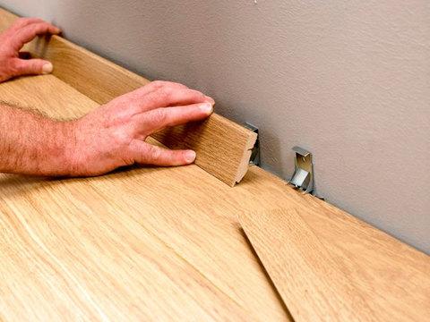 Клипсы Quick-Step для плинтуса стандартного (394*139*59) 50шт. к ламинату 9.5 мм
