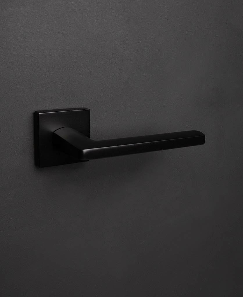 Дверные ручки Дверная ручка D40 Lowry-Door-Handle-Black-2.jpg