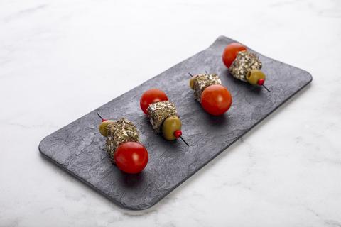 Канапе с сыром фета и свежими томатами черри
