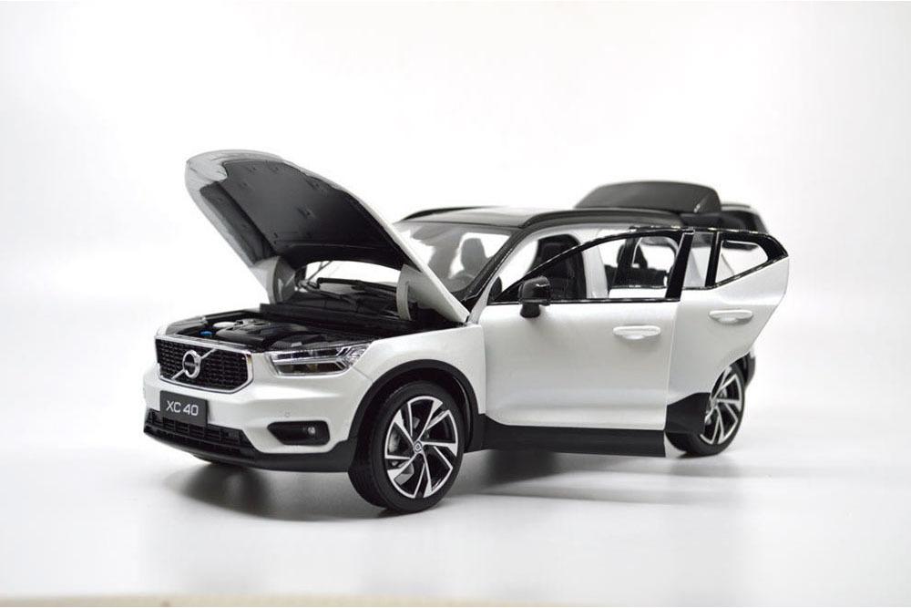 Коллекционная модель VOLVO XC40 2019 WHITE