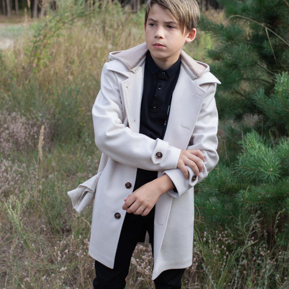 Подростковое кашемировое пальто белого цвета на мальчика