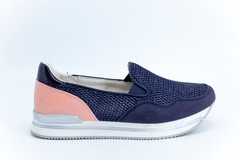 Синие кроссовки из искусственной кожи на платформе