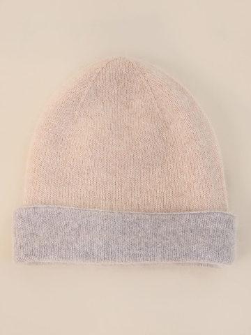 Женская шапка бежевого цвета из ангоры - фото 2