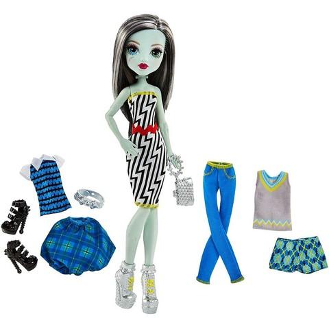 Фрэнки Штейн с наборами одежды