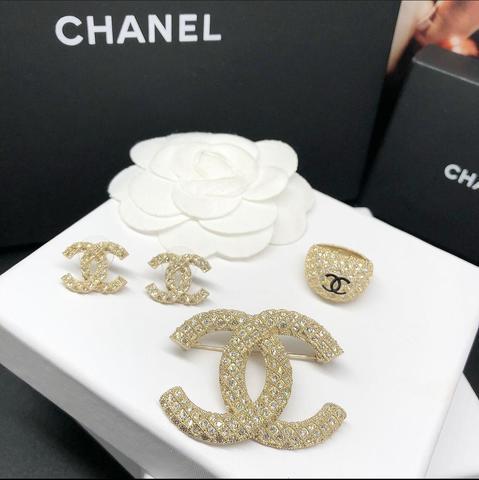 Серьги, кольцо и брошь Chanel