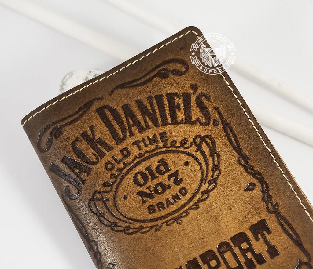 BY14-27-01 Кожаная обложка на паспорт «Jack Daniels» фото 02