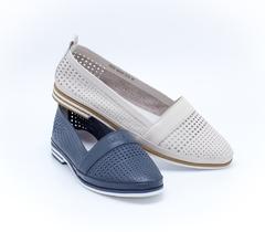 Синие кожаные туфли на низком каблуке