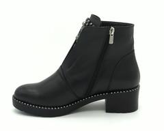 Черные кожаные ботинки с декором