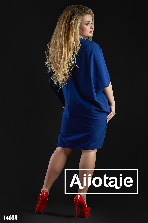 Платье темно-синего цвета с кулоном в комплекте