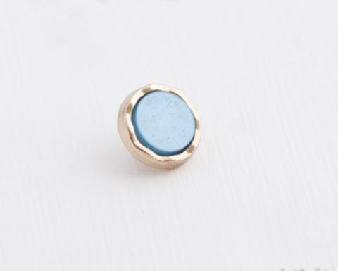 Пуговица маленькая, на ножке, с пластиковой вставкой, металл золотого тона, вставка голубая, 9 мм