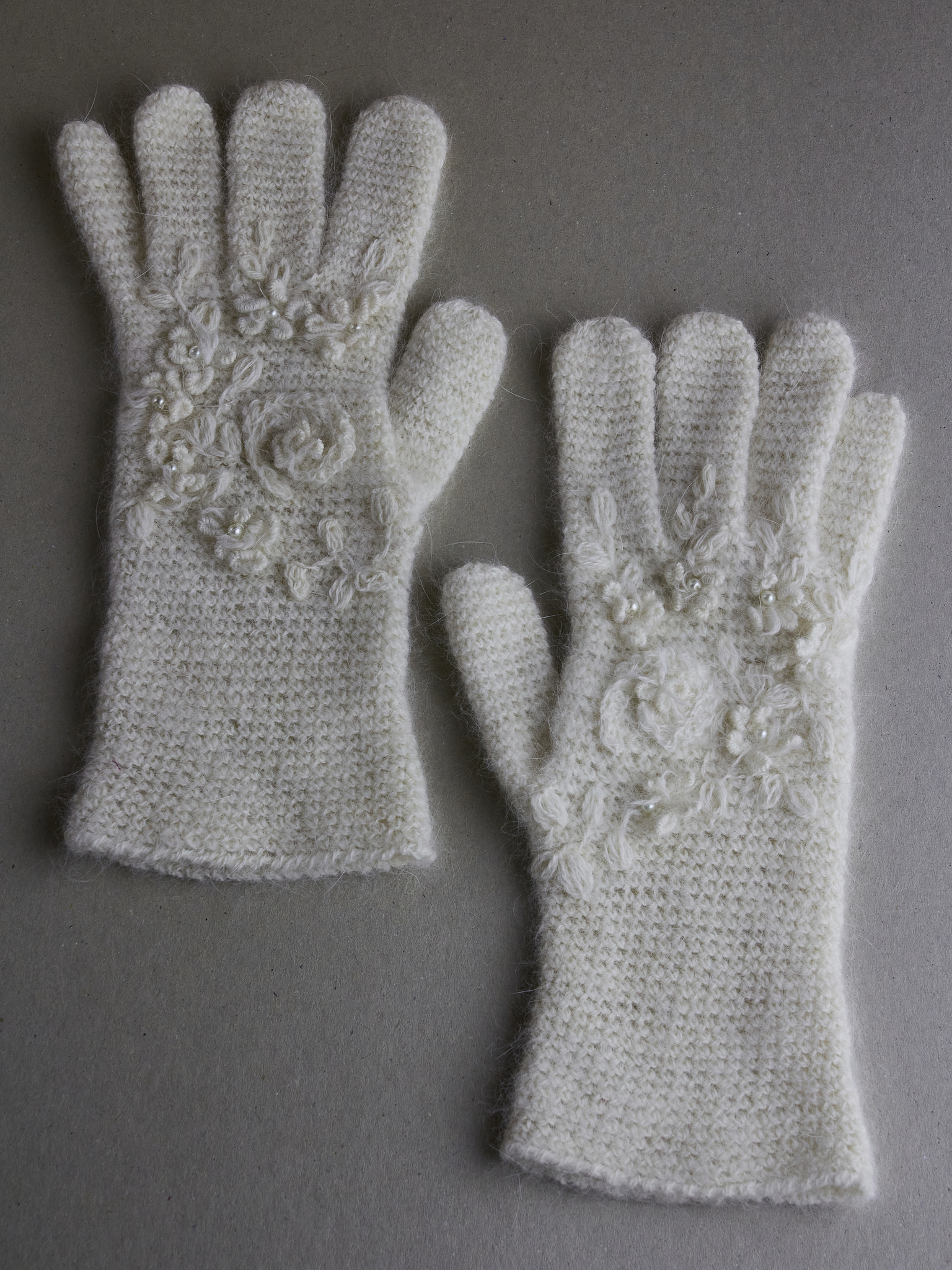 Вязаные перчатки из ангоры