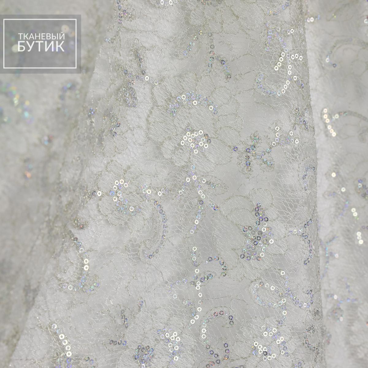 Белое кружево с перламутровым сиянием