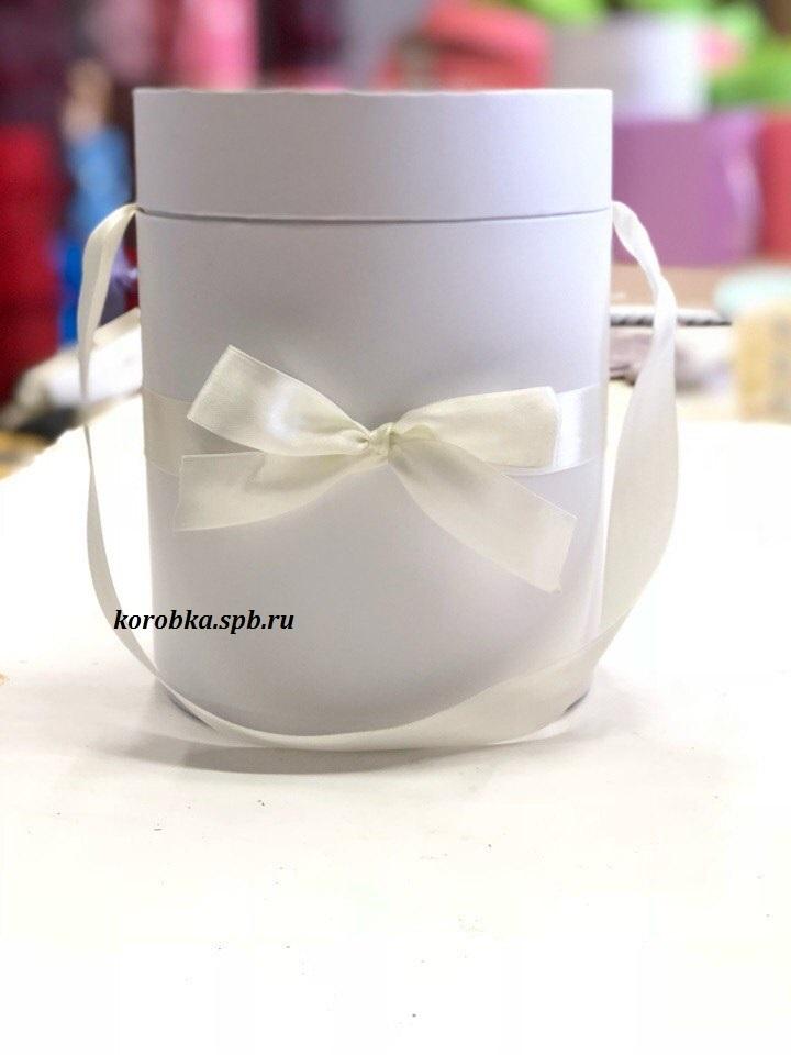 Шляпная коробка D18 см Цвет: белый .  Розница 450  рублей .
