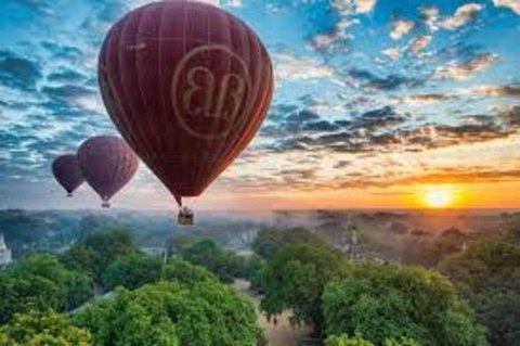 Картина раскраска по номерам 50x65 Воздушные шары над деревьями