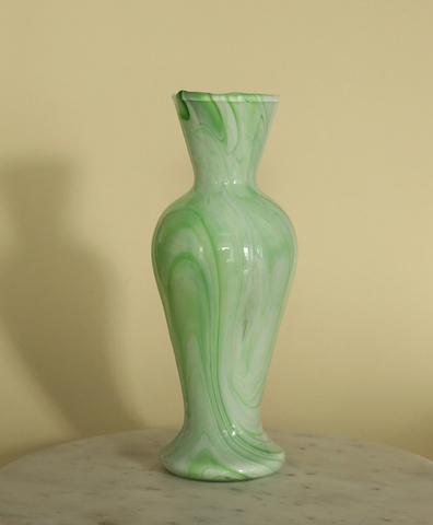 Винтажная ваза салатовая