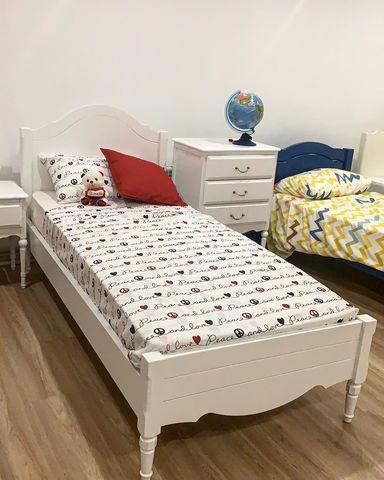Кровать  в стиле прованс из дерева фото