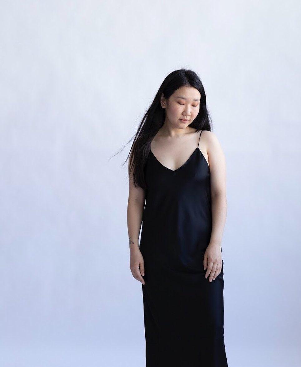 Платье-комбинация на тонких бретелях черное