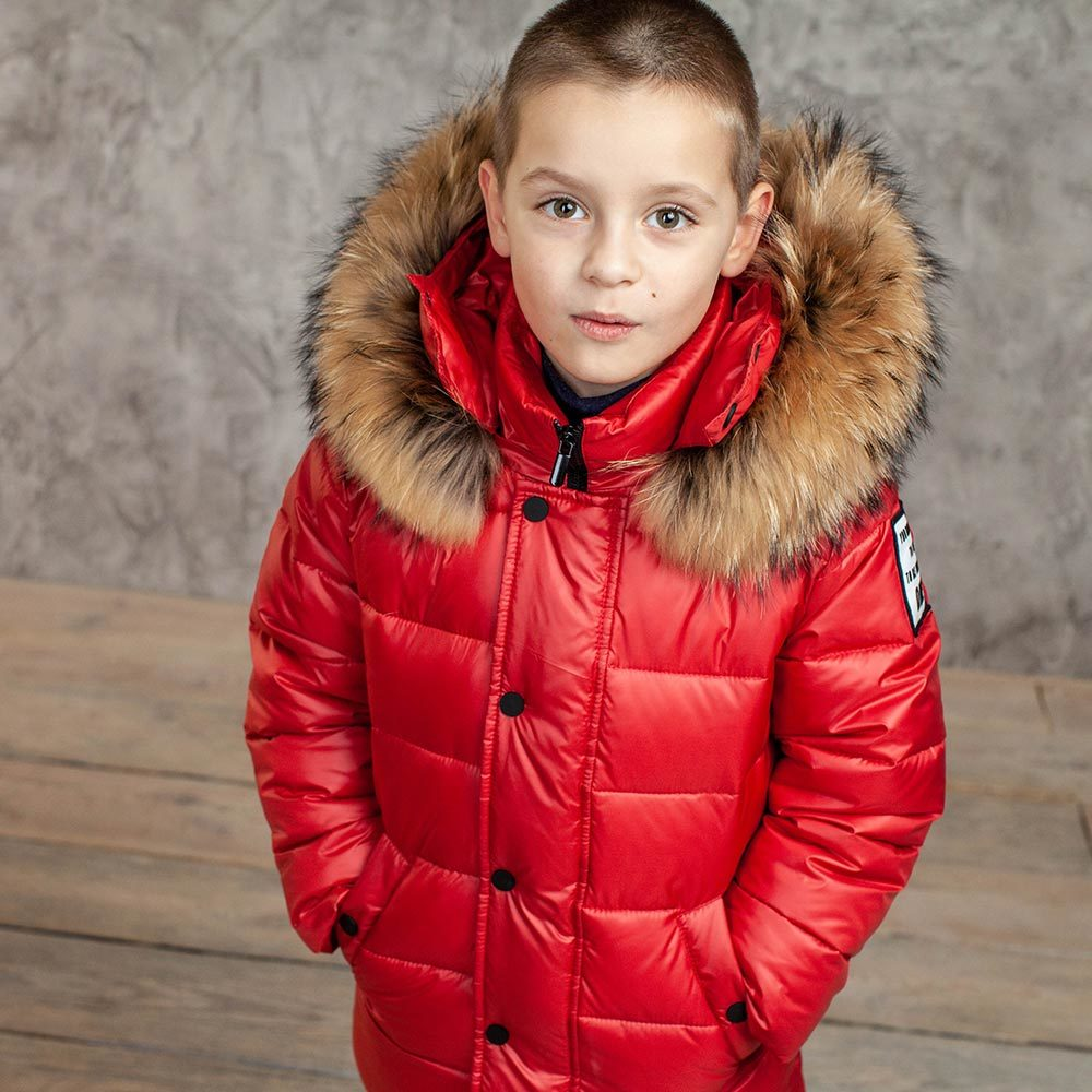Детский зимний костюм с натуральной опушкой в красном цвете для мальчика