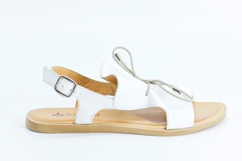 Белые кожаные сандалии на низкой подошве