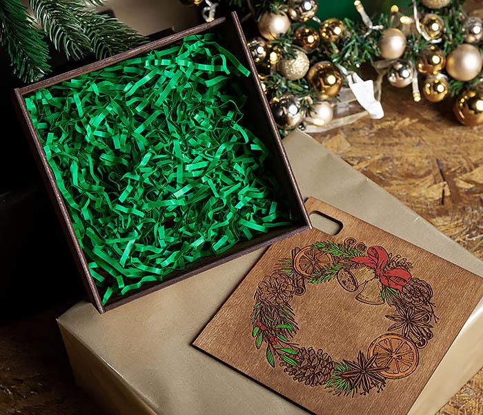 BOX255-2 Новогодняя коробка для подарков с венком (17*17*7 см) фото 06