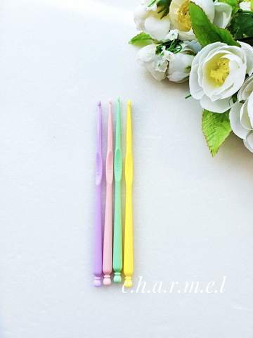 Крючок для вязания 2,5 мм. (пластик)