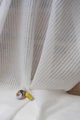 Натуральная льняная вуаль, рисунок : полоска на белом фоне