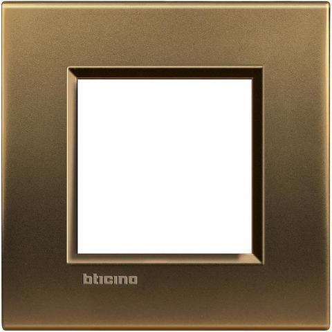 Рамка 1 пост, прямоугольная форма. МЕТАЛЛ. Цвет Бронза. Немецкий/Итальянский стандарт, 2 модуля. Bticino LIVINGLIGHT. LNA4802BZ